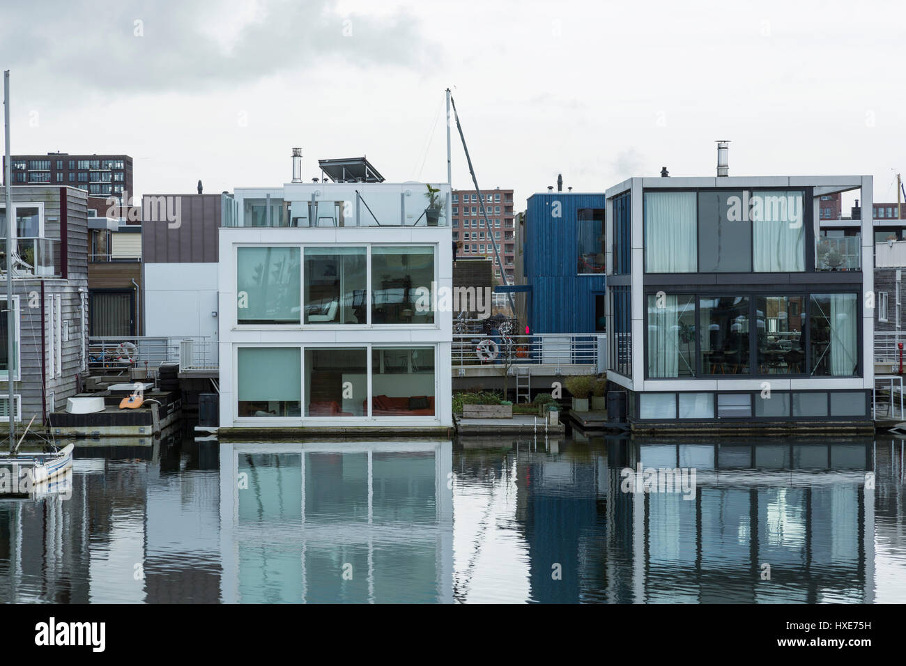 floating houses amsterdam stock photos floating houses amsterdam stock images alamy. Black Bedroom Furniture Sets. Home Design Ideas