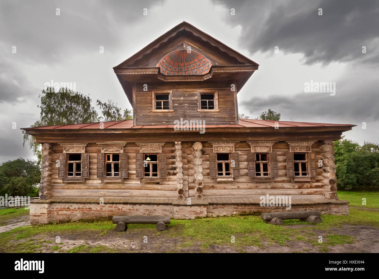 Old wooden house in suzdal - Stock Image