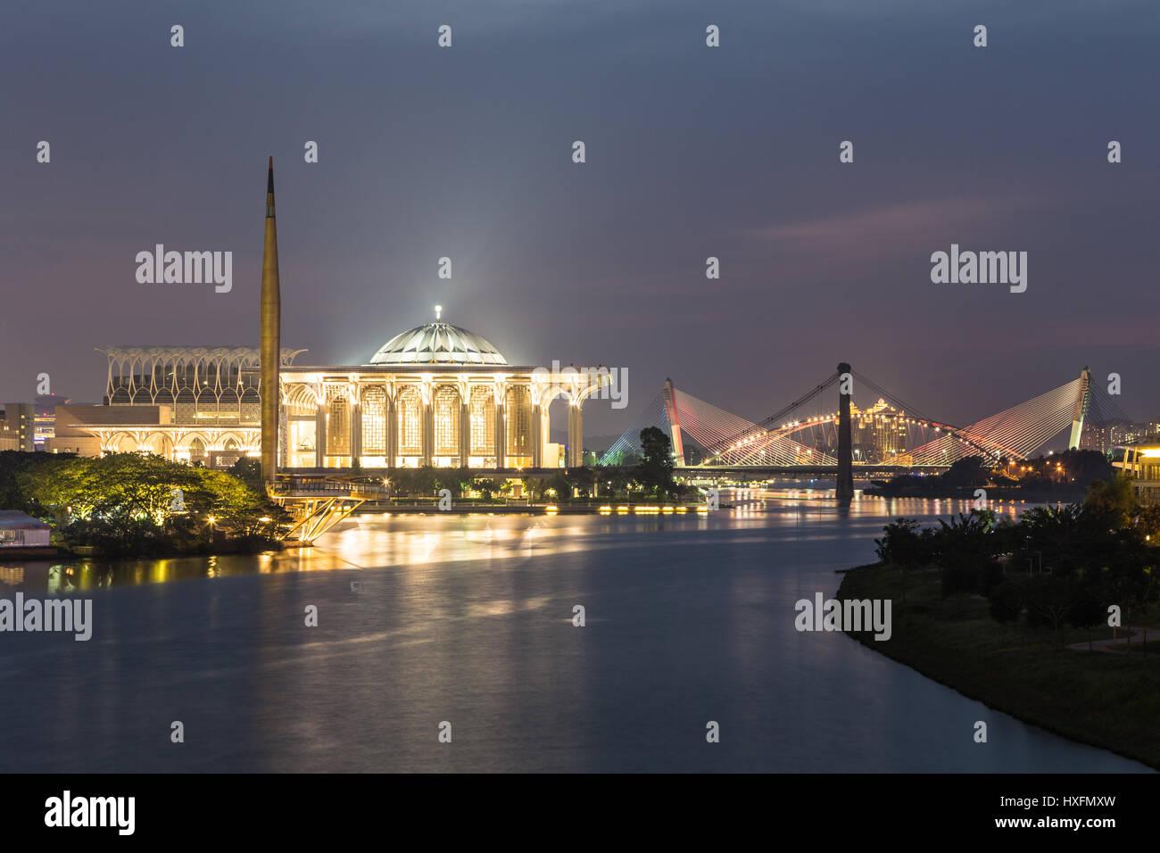 Masjid Tuanku Mizan Zainal Abidin (Iron mosque) and other landmarks view from the Seri Wawasan bridge  at twillight - Stock Image