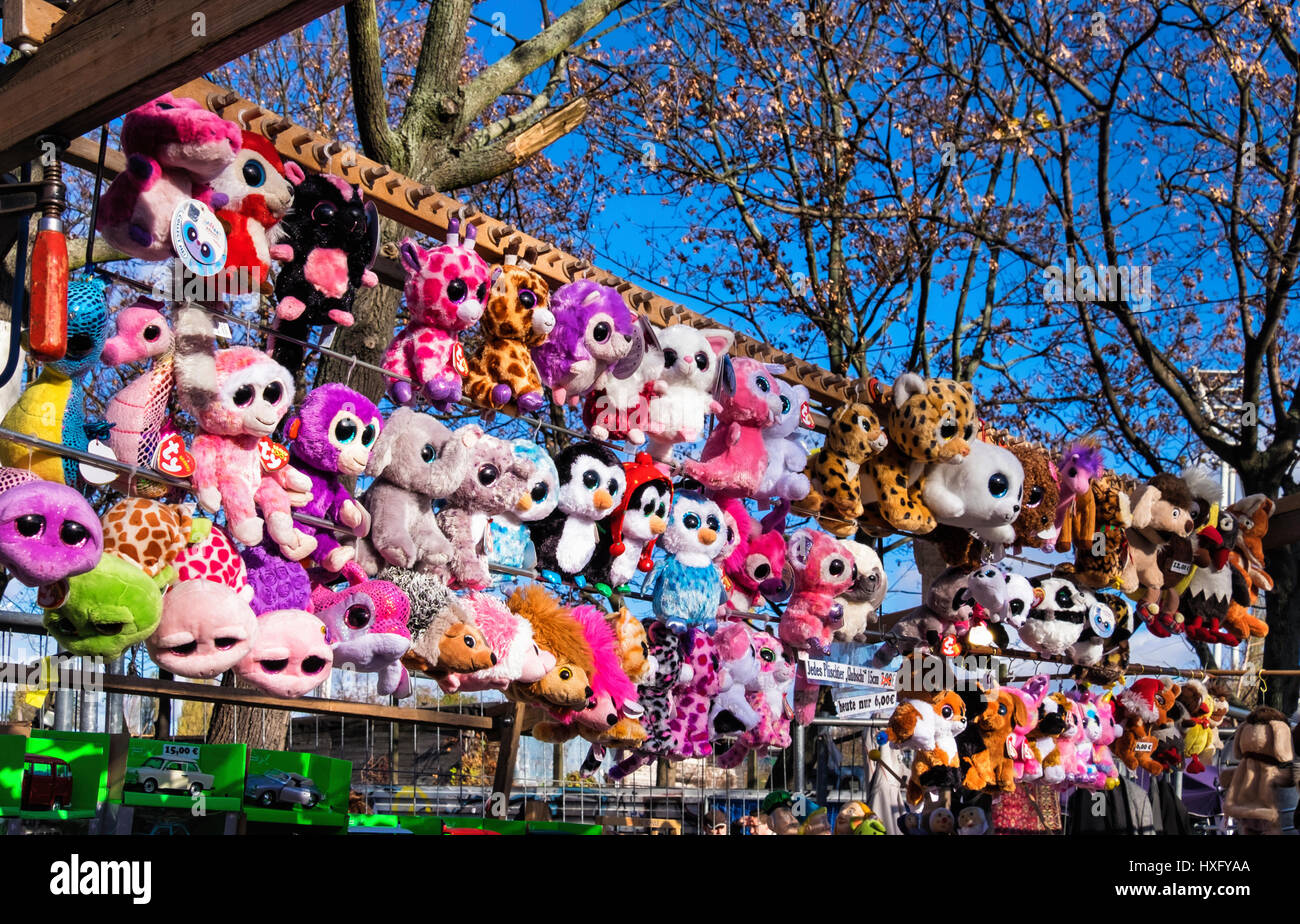 Berlin,Prenzlauer Berg. Mauer park, Wall park, A popular public park. Fleamarket stall selling soft toys - Stock Image