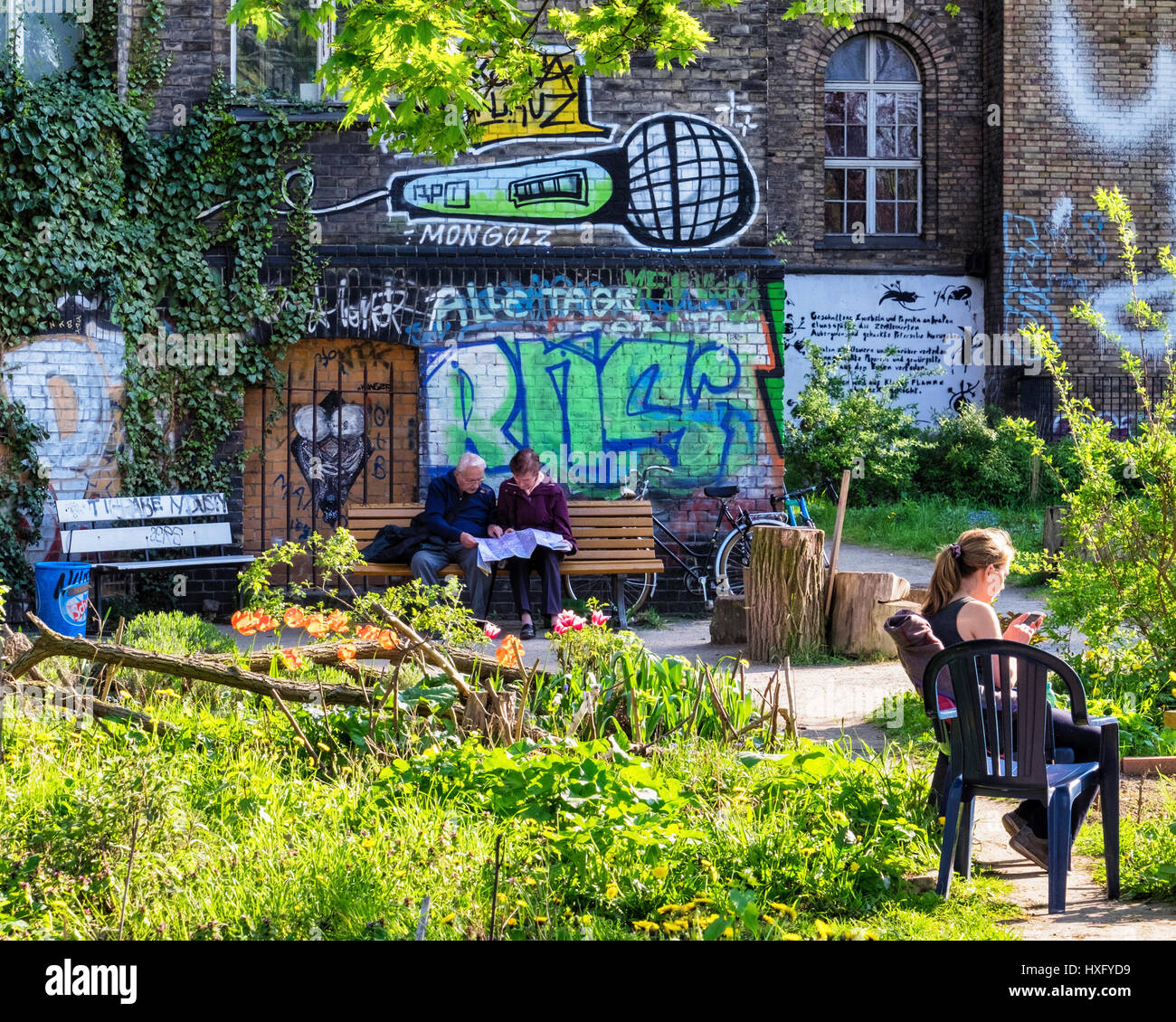 Berlin, Kreuzberg. The Ton Steine Garden,  communal community urban gardening next to the Georg von Rauch House.People - Stock Image