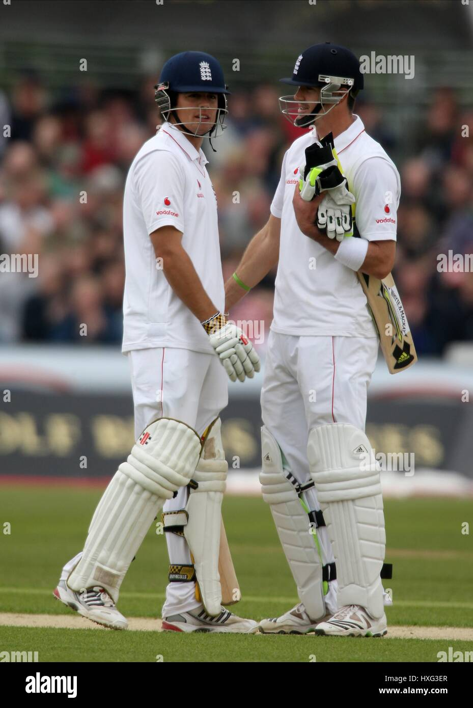 ALISTAIR COOK & KEVIN PIETERSE AFTER COOKS 150 RIVERSIDE DURHAM CO ENGLAND 16 May 2009 Stock Photo