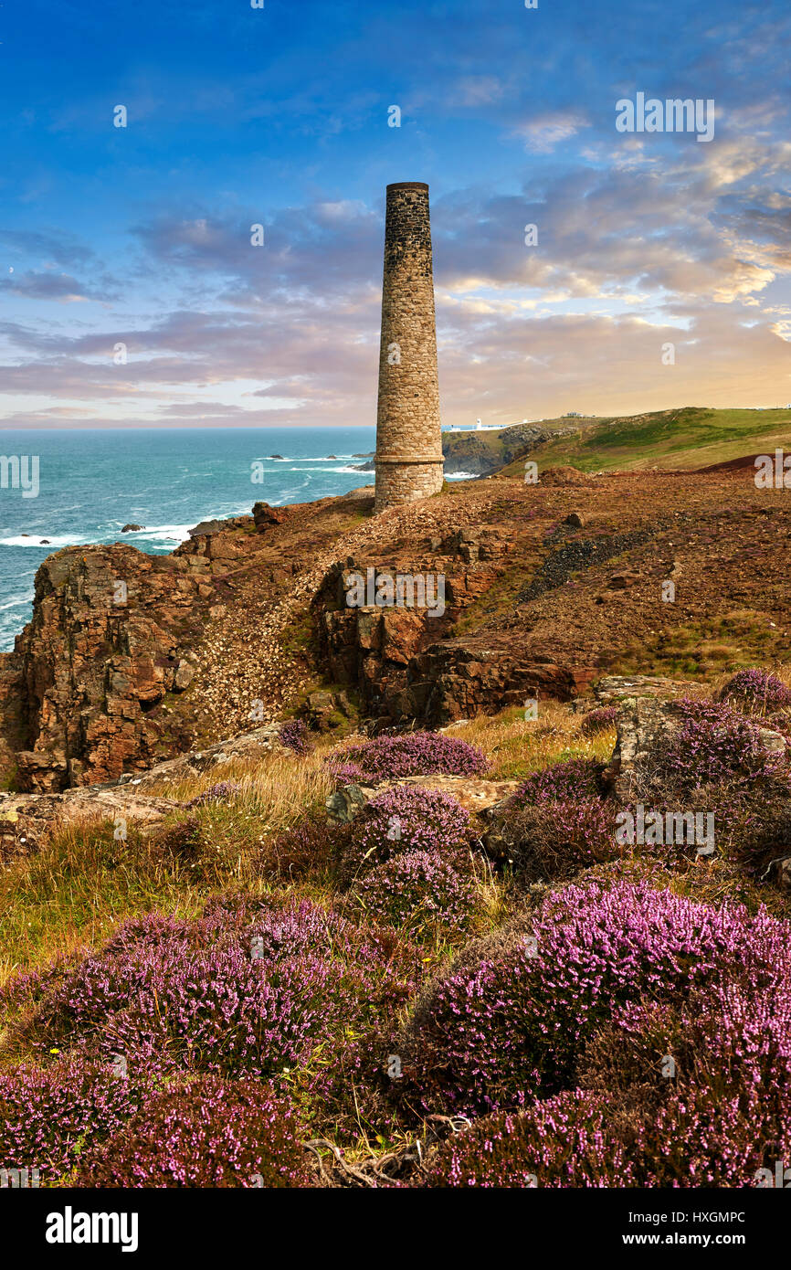Ruined Chimney of a Cornish Tin Mine, Cornwall - Stock Image