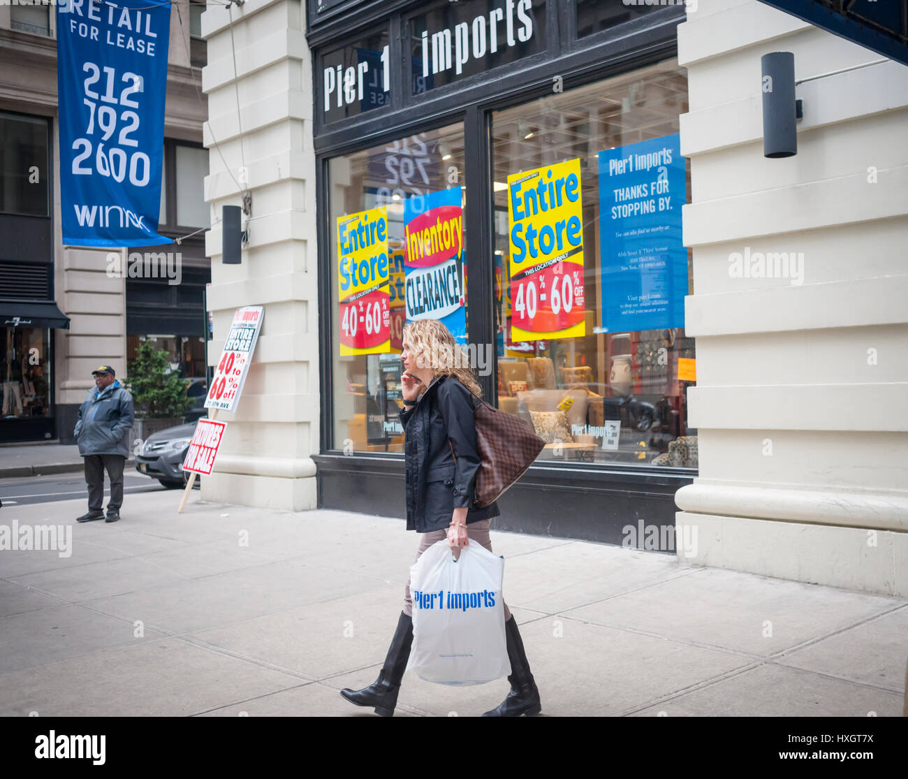 A Pier 1 Imports store on lower Fifth Avenue in New York on Saturday, March 25, 2017 is festooned with signs informing - Stock Image