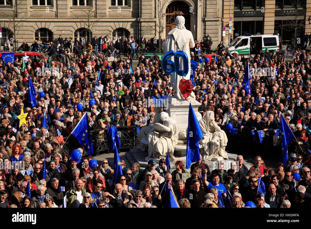 Europa, Deutschland, Berlin, Mitte, Gendarmenmarkt, Demo  fuer Europa der Buergerinitiative Pulse of Europe | Demonstration Stock Photo