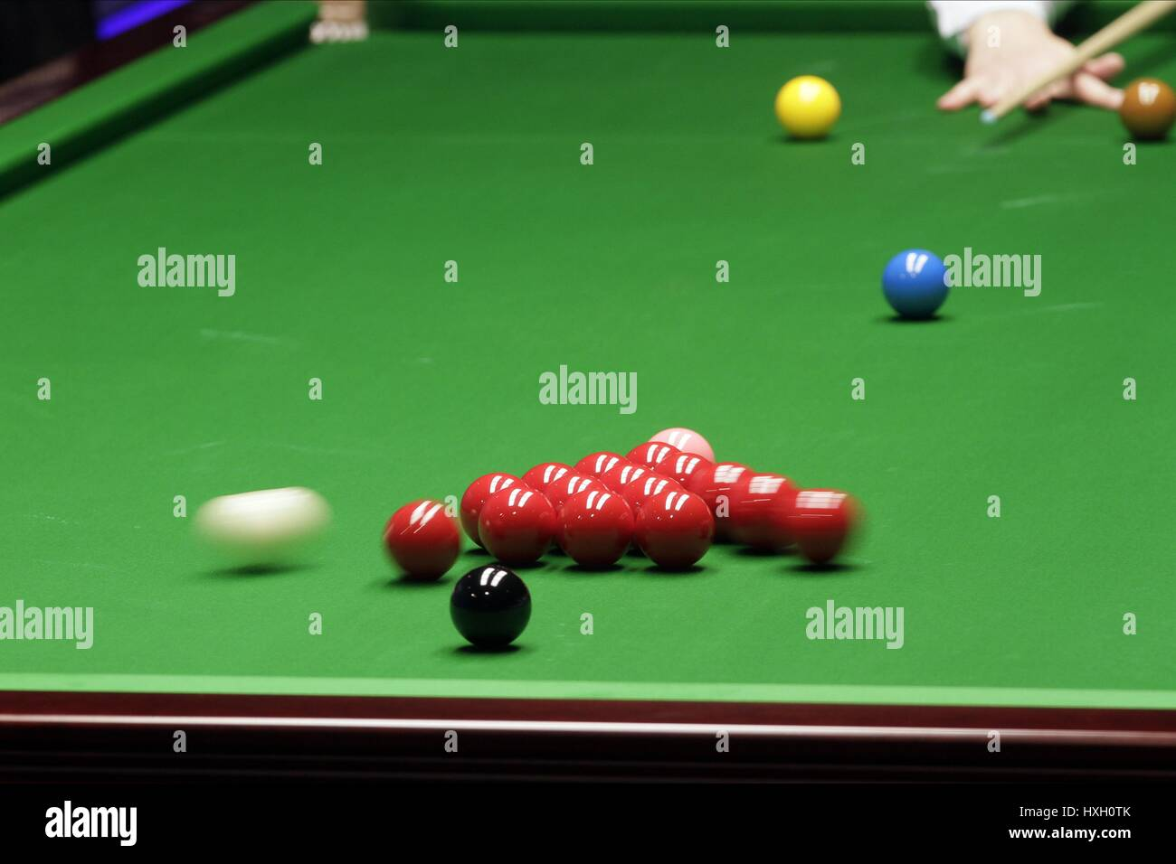 CUE BALL DURING BREAK WORLD SNOOKER CHAMPIONSHIP WORLD SNOOKER CHAMPIONSHIP THE CRUCIBLE SHEFFIELD ENGLAND 20 April - Stock Image
