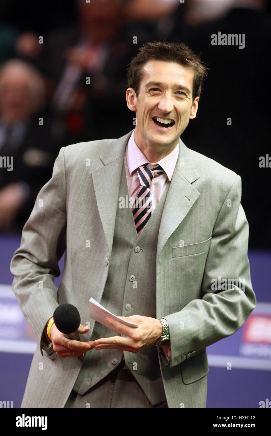 MASTER OF CEREMONIES/ANNOUNCER MICROPHONE MASTER OF CEREMONIES/ANNOUNCER THE CRUCIBLE SHEFFIELD ENGLAND 19 April - Stock Image
