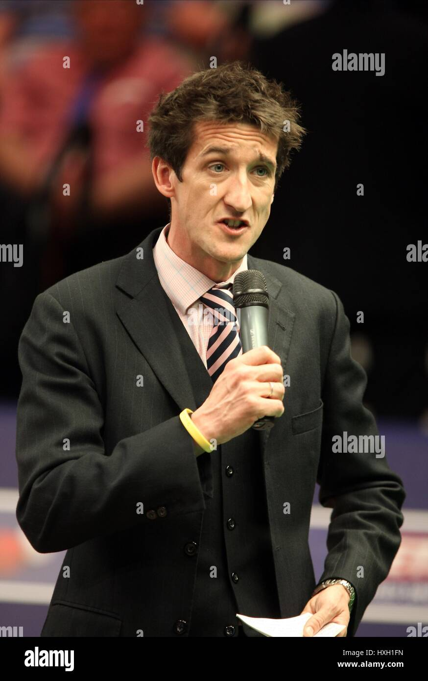 ROB WALKER MASTER OF CEREMONIES/ANNOUNCER THE CRUCIBLE SHEFFIELD ENGLAND 20 April 2009 - Stock Image