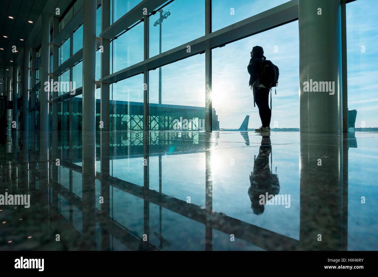 Woman backpacker waiting in El Prat airport, Barcelona - Stock Image