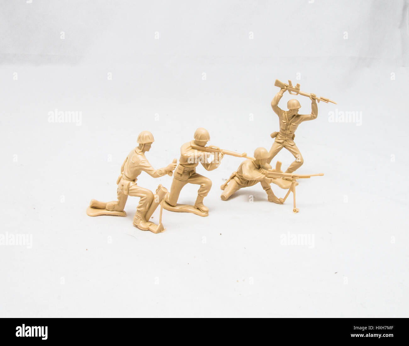 Plastic Tan soldiers in a line - Stock Image
