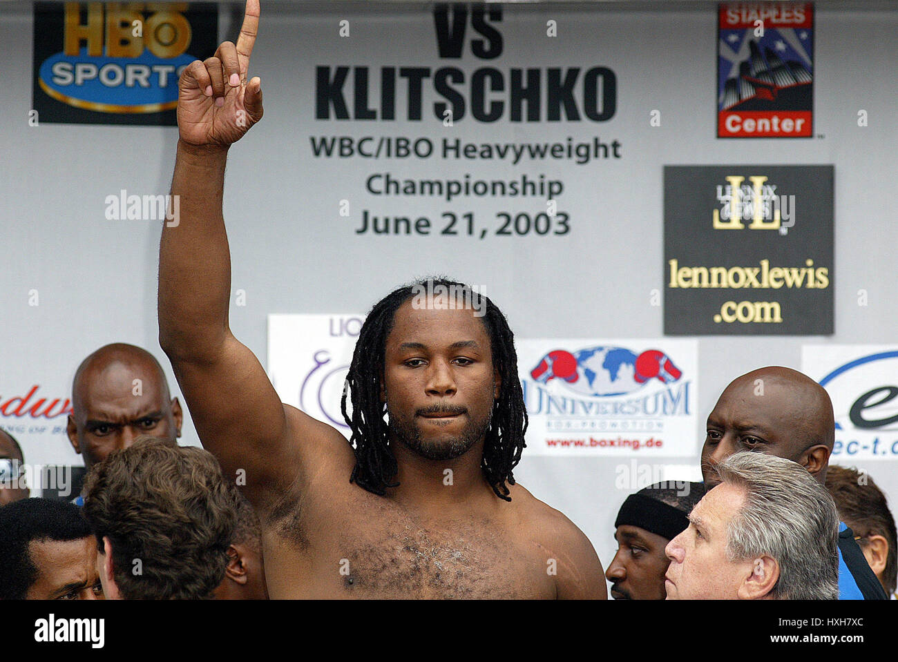 LENNOX LEWIS WBO/IBO HEAVYWEIGHT FIGHT STAPLES CENTRE LOS ANGELES USA 19 June 2003 - Stock Image