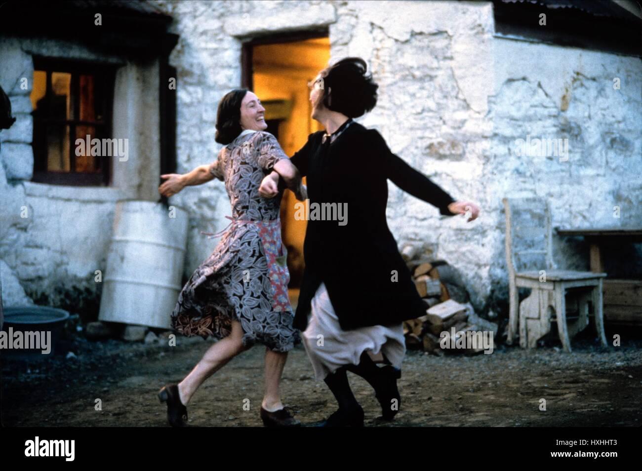 BRID BRENNAN, MERYL STREEP, DANCING AT LUGHNASA, 1998 Stock
