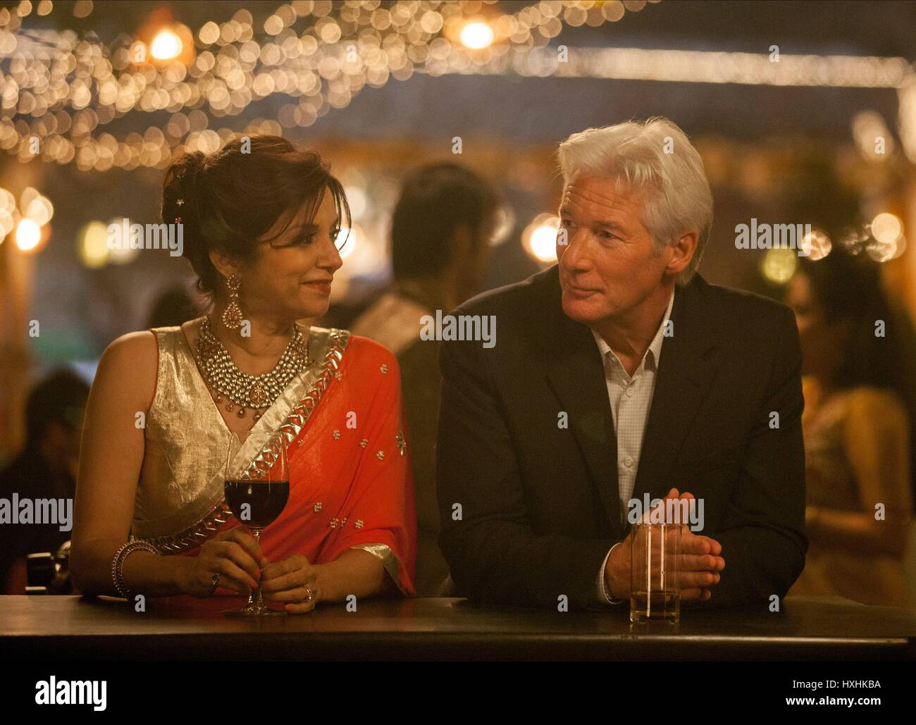 LILLETE DUBEY & RICHARD GERE THE SECOND BEST EXOTIC MARIGOLD HOTEL (2015) - Stock Image