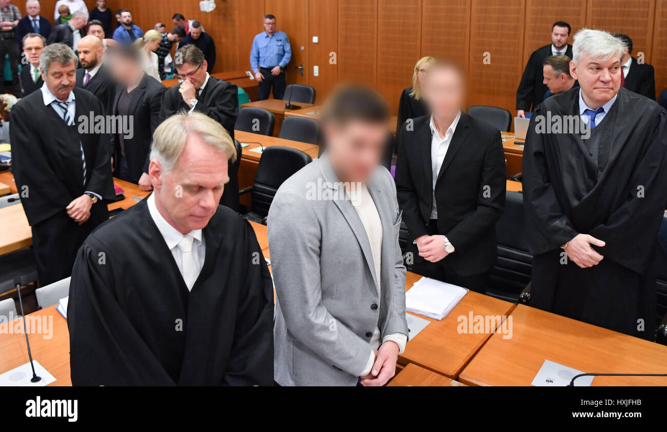 Frankfurt, Germany. 29th Mar, 2017. Stephan S. (4-L) and Jonas K. (2-R), the founders of the Frankfurt-based real Stock Photo