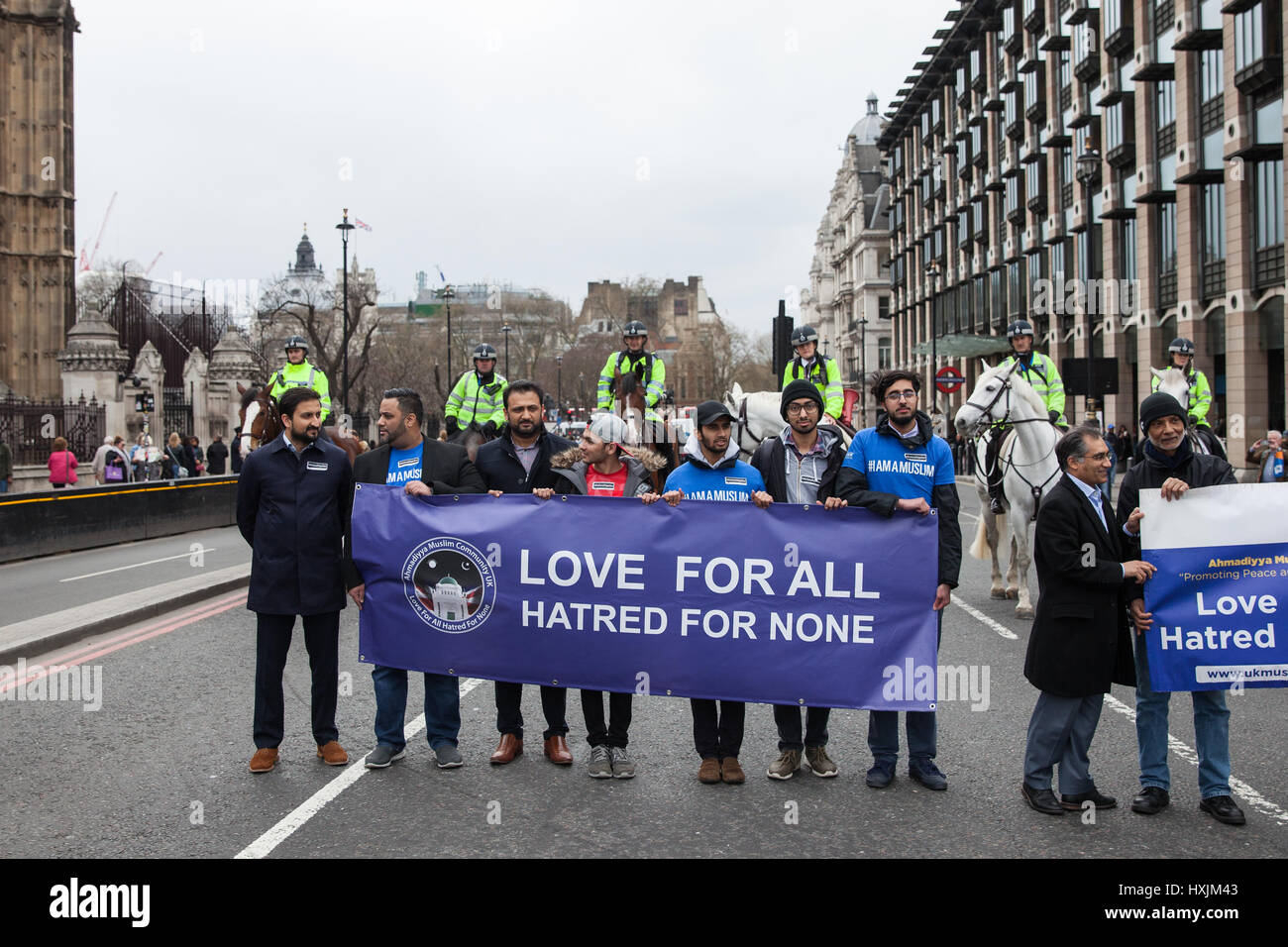 London, UK. 29th March, 2017. Members of the Muslim community on Westminster Bridge during a tribute by the Metropolitan - Stock Image