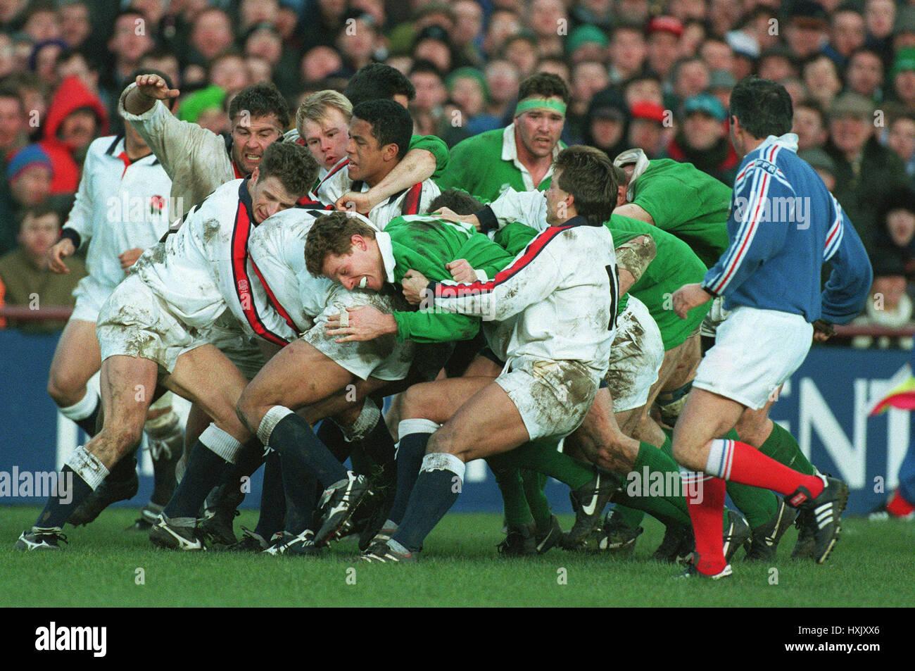 ENGLAND & IRELAND BATTLE FOR POSSESSION AT LANSDOWNE ROAD 21 January 1995 - Stock Image