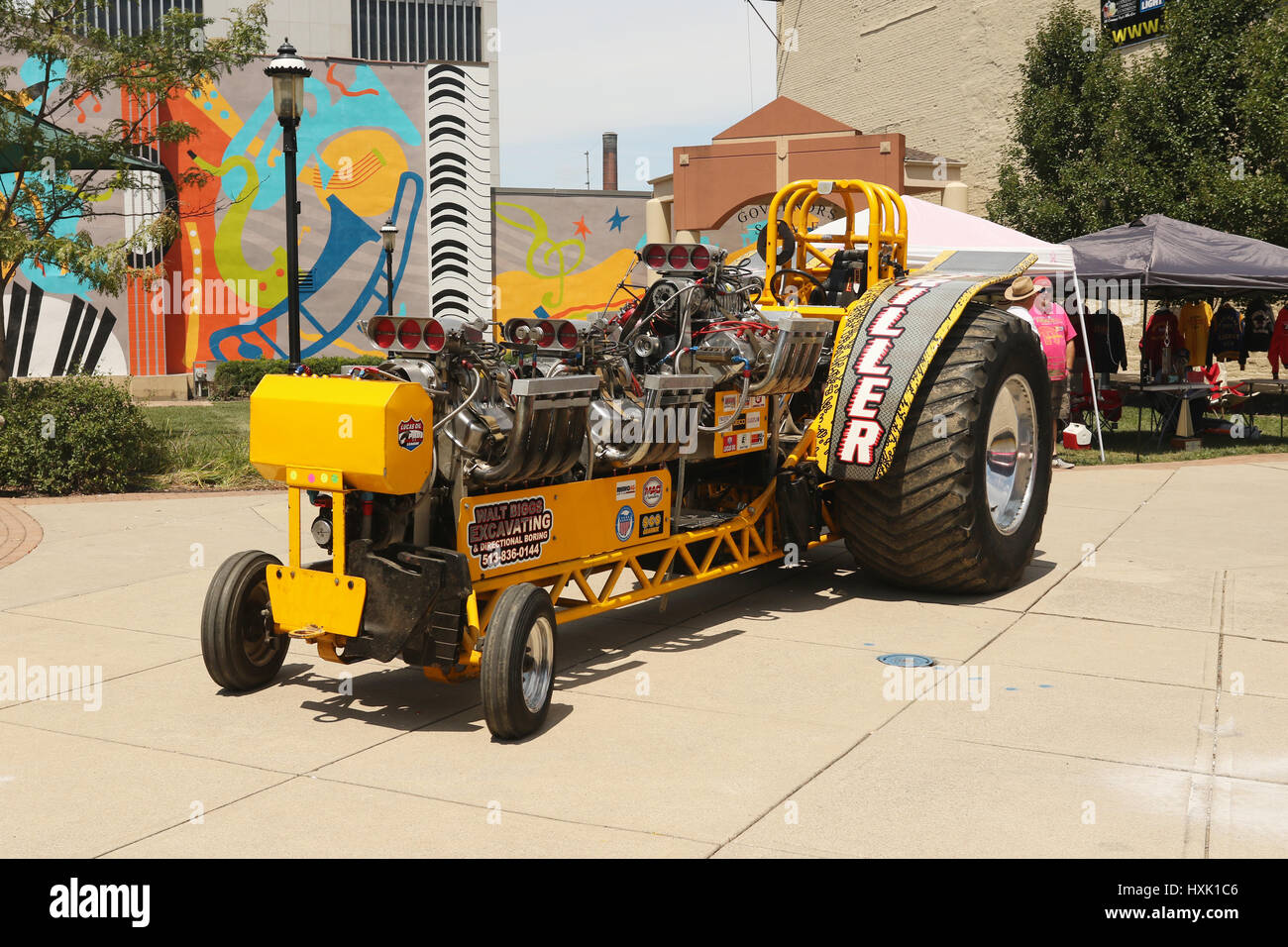 Tractor Pulling Stock Photos & Tractor Pulling Stock Images