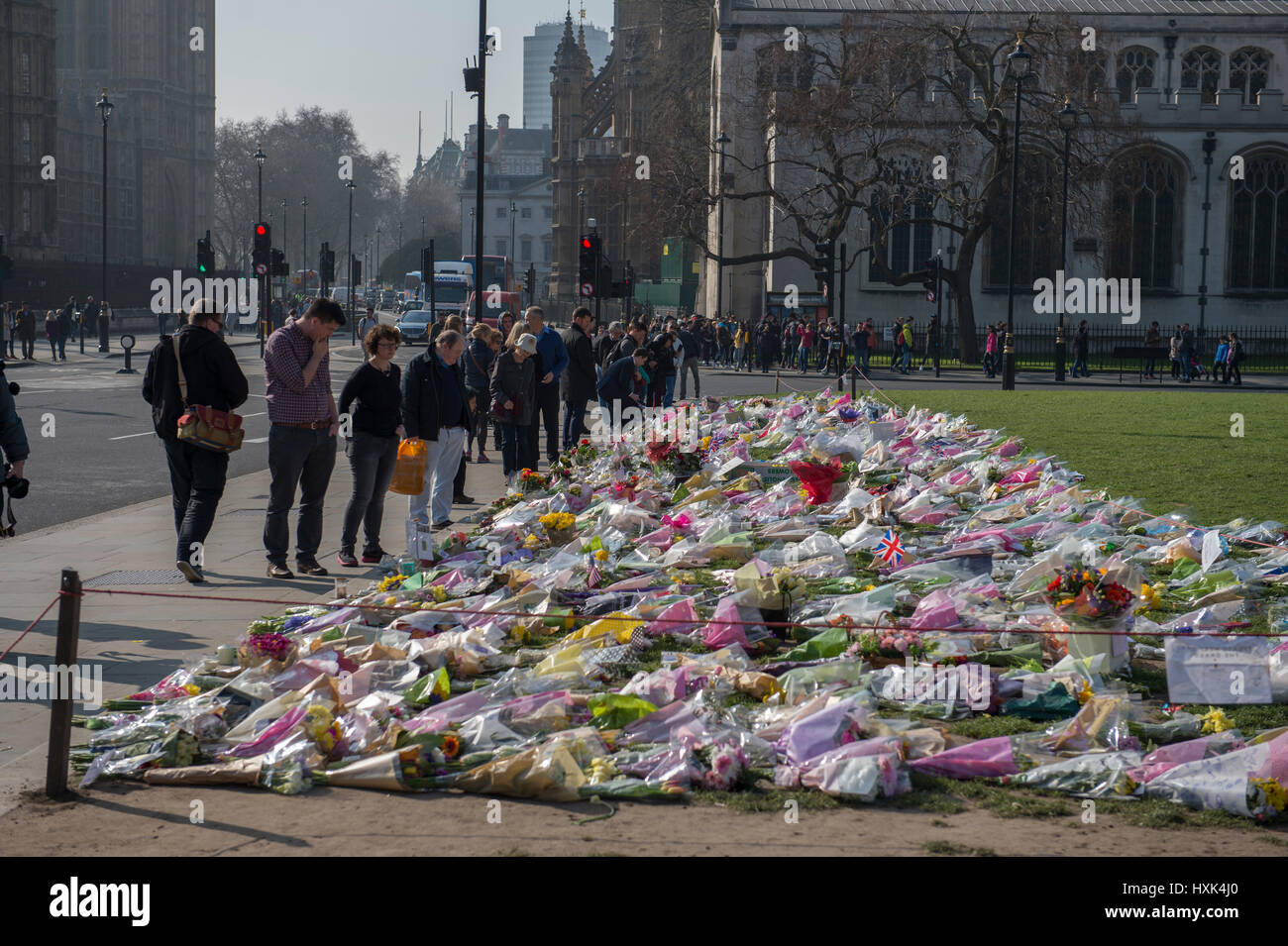 London. 28th March 2017. Flowers laid in Parlament Square in remembrance of the victims of the terrorist attack - Stock Image