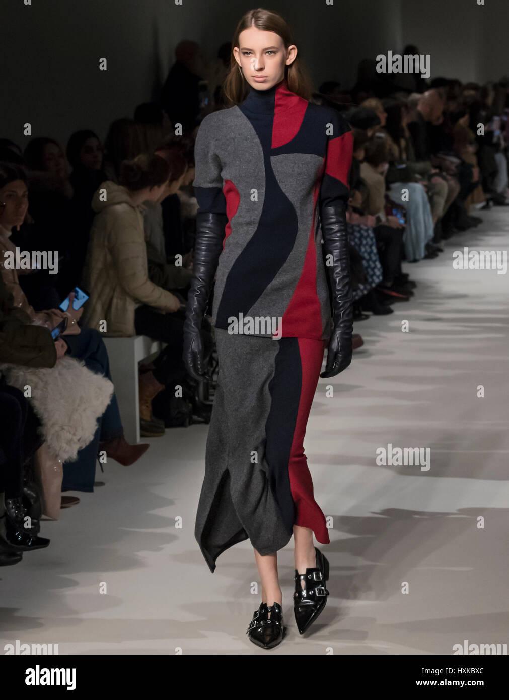 NEW YORK, NY - FEBRUARY 12, 2017: Kerrigan Clark walks the runway at the Victoria Beckham Fall Winter 2017 fashion - Stock Image