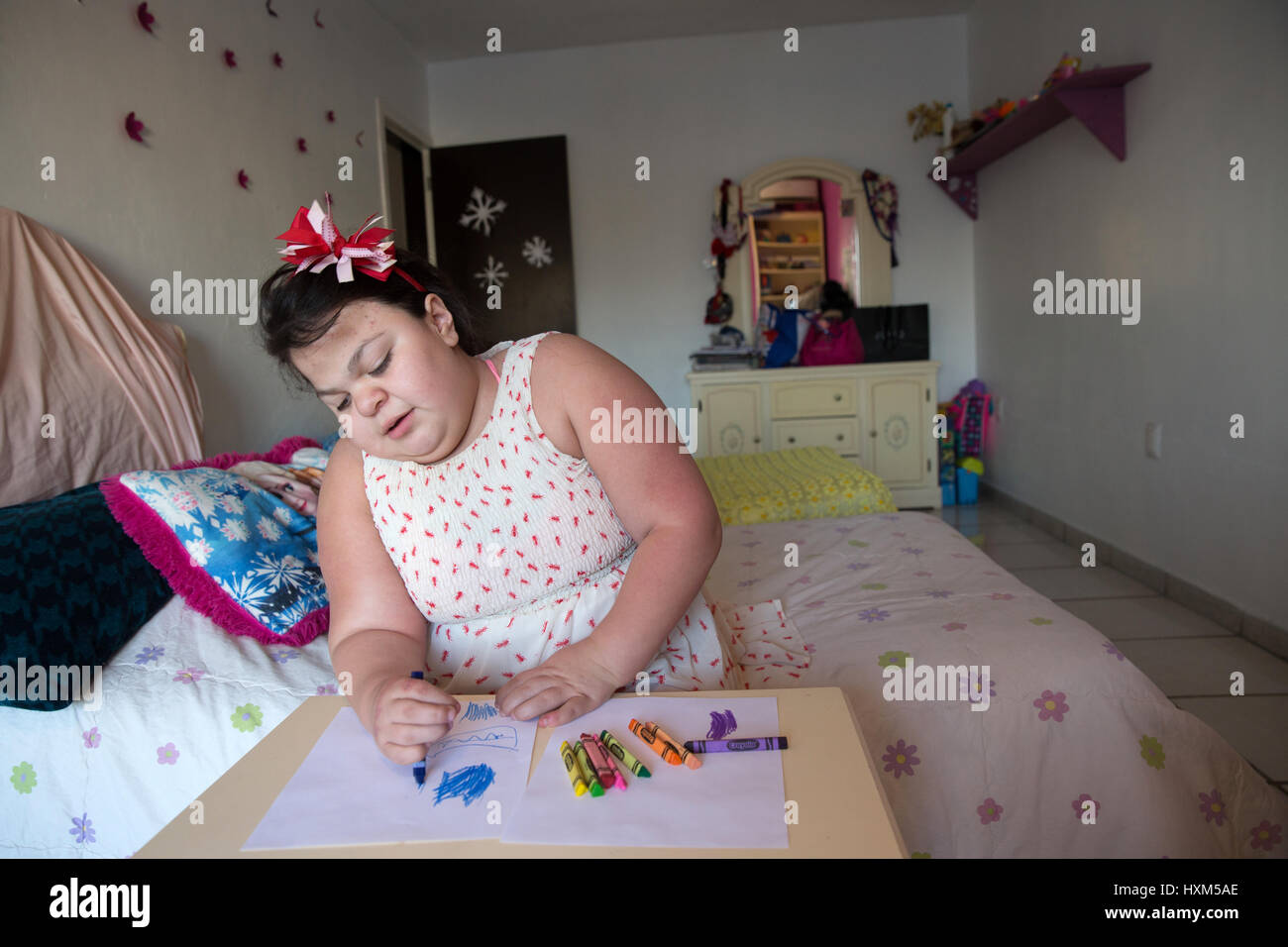 Ana Ximena Navarro is pictured drawing at her home in Guadalajara, Mexico on February 22, 2017. Ximena was diagnosed - Stock Image