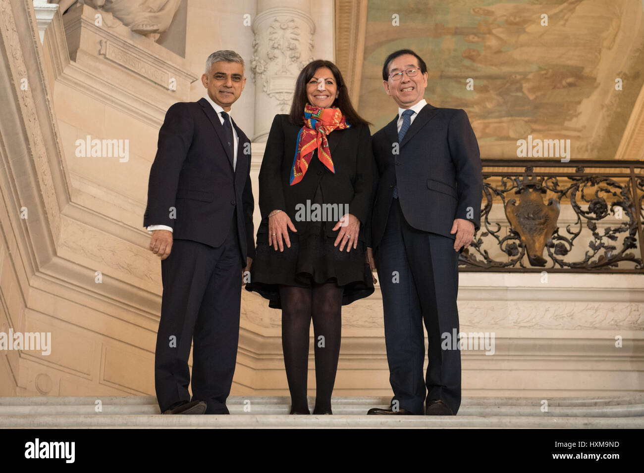 Mayor of London Sadiq Khan attends an air quality event with Mayor Anne Hidalgo and Mayor of Seoul, Park Won-soon - Stock Image