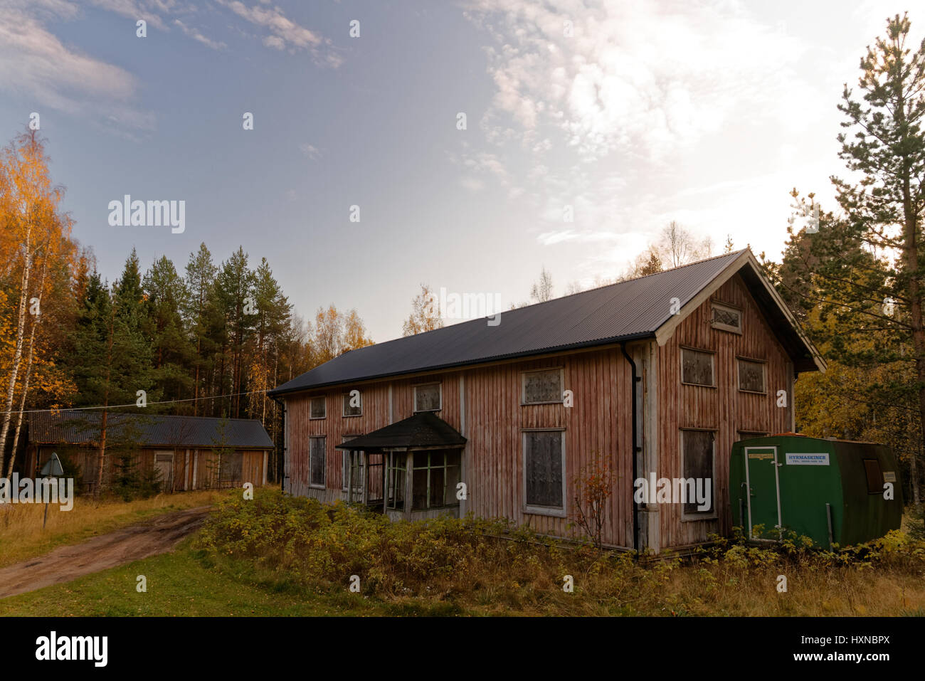 An old rotten house on Klubbviken island, in Luleå archipelago, northern Sweden - Stock Image