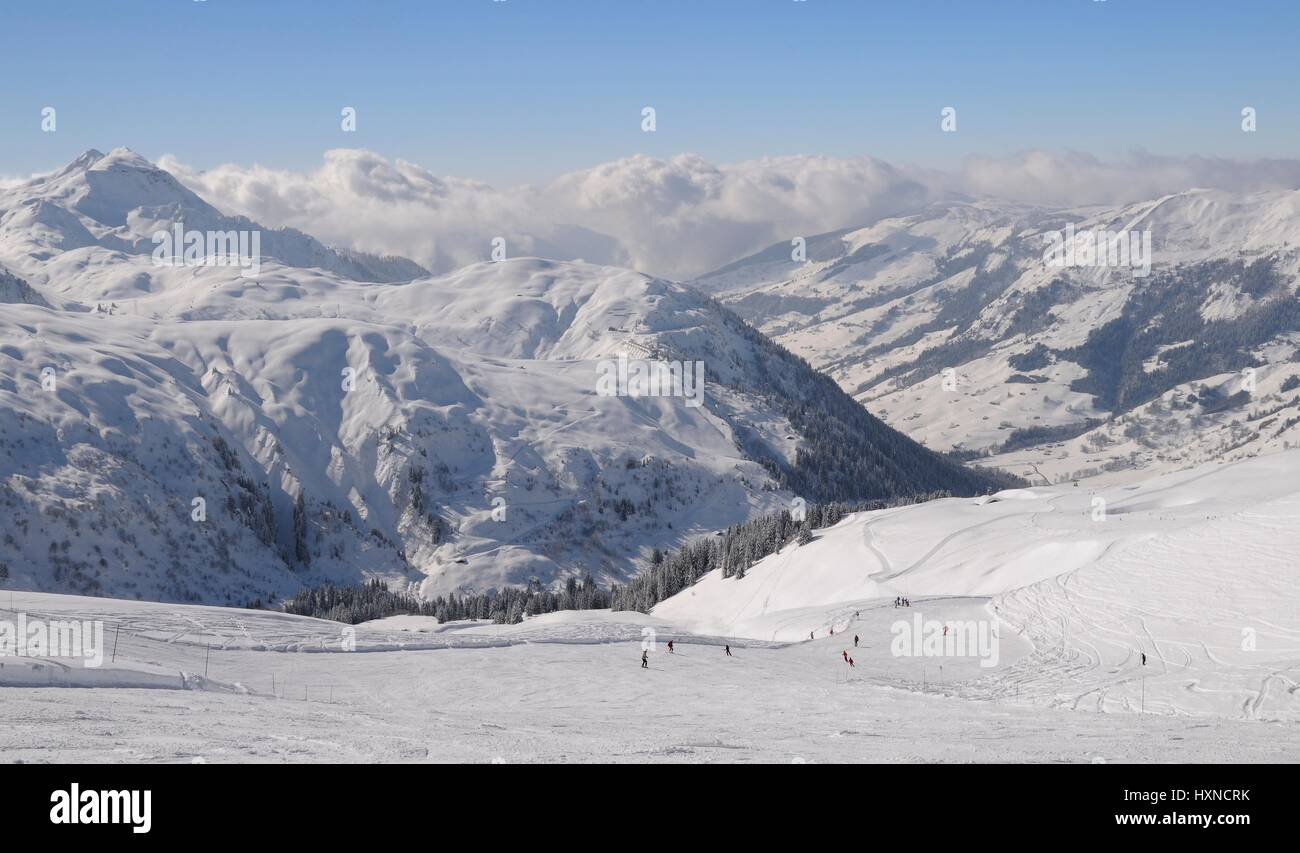 Skiers on a piste, Hauteluce / Les Contamines ski area, Savoie, France, February. - Stock Image