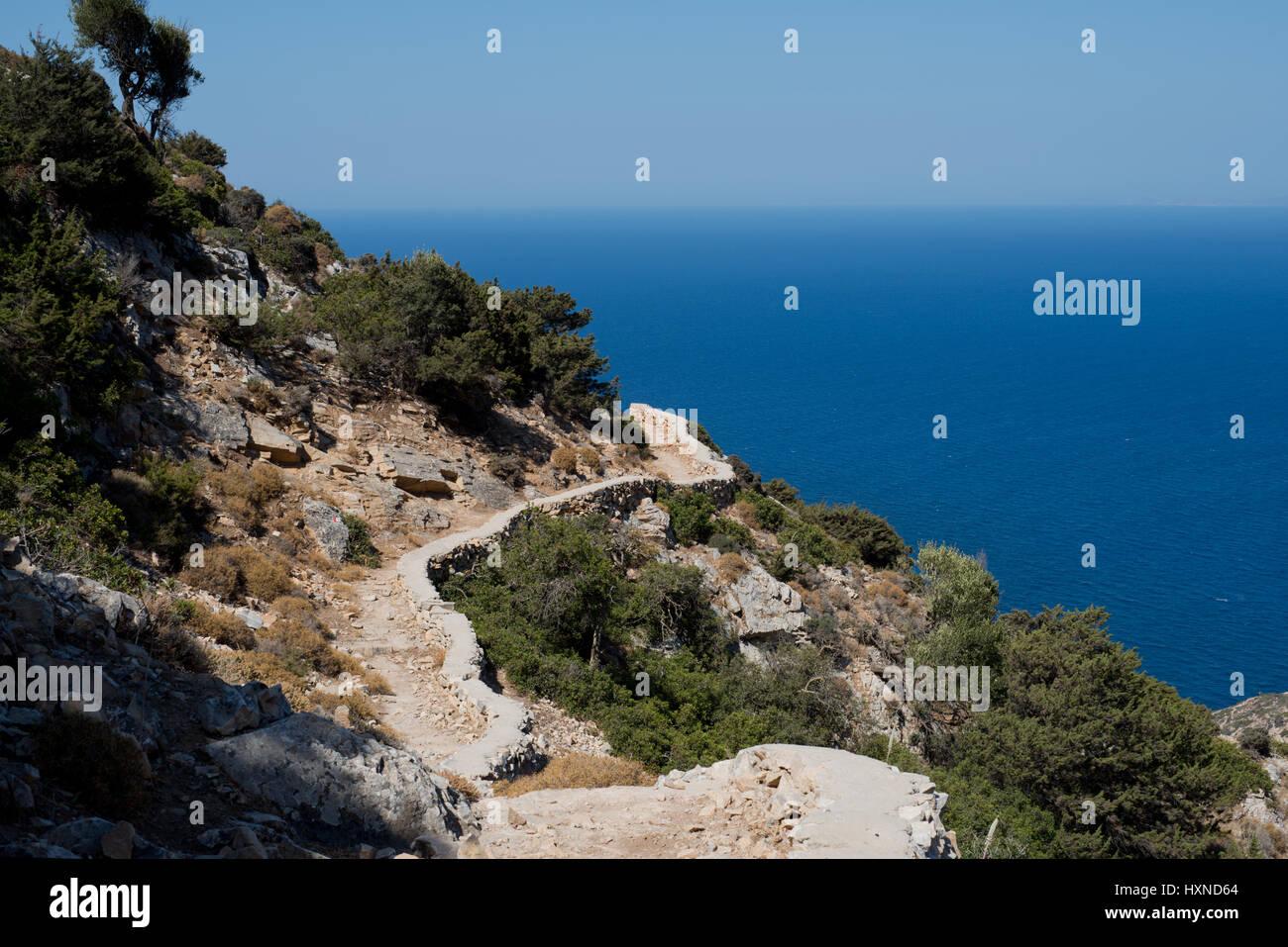 Weg zur Agios Ioannis Höhle auf der Insel Iraklia, kleine Kykladen, Griechenland Stock Photo