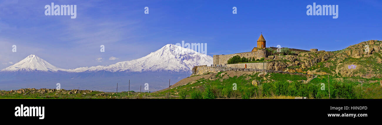 Khor Virap Armenian Apostolic Church monastery in Armenia with peaks of Mount Ararat in distant Turkey. - Stock Image