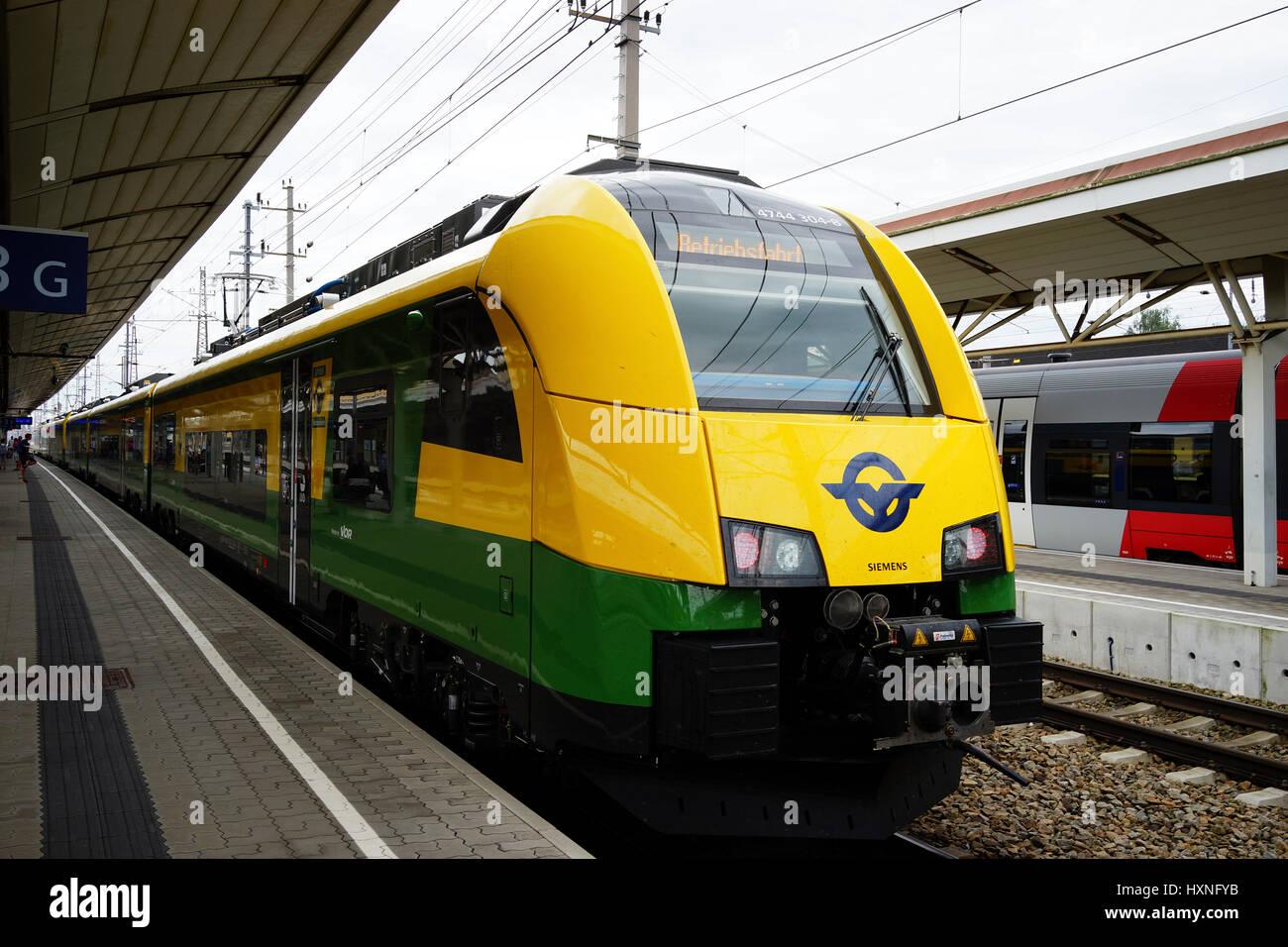 Cityjet Raaberbahn, Schnellbahn, Bahnhof Amstetten, Niederoesterreich, Oesterreich, Der Cityjet und der Ventus sind - Stock Image
