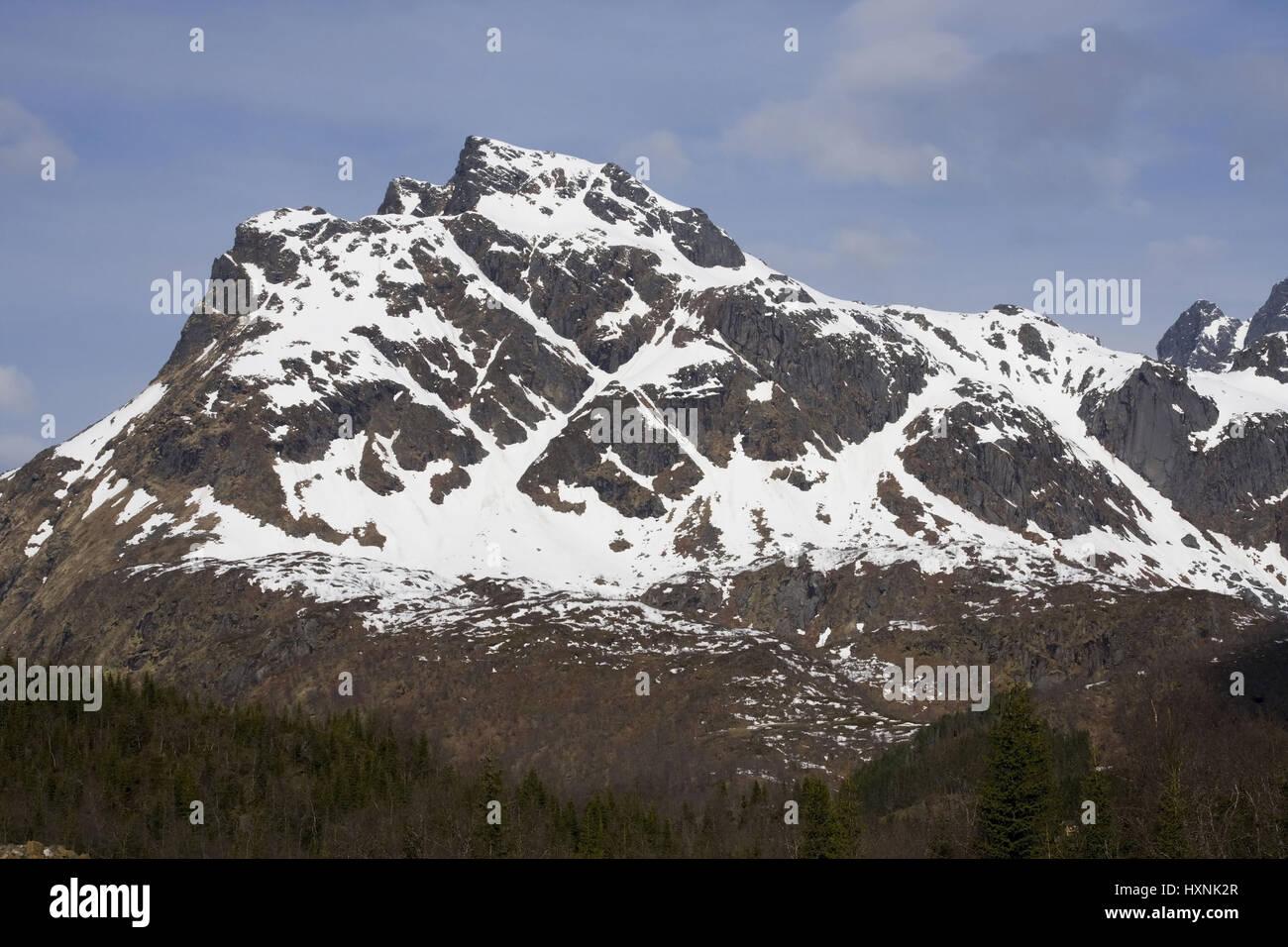 Snowy mountains in the spring, Lofoten , Schneebedeckte Berge im Fruehling - Stock Image