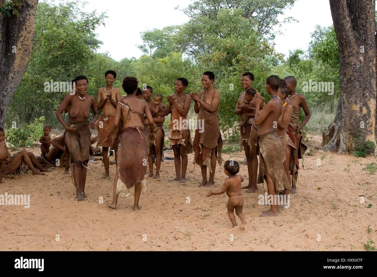 Bushman Fraue dance. Namibia, Buschmann Fraue tanzen. Namibia - Stock Image