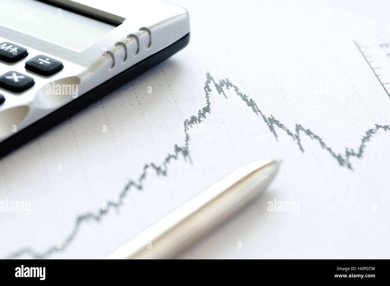 Wertpapierchart with ballpoint pen and pocket calculator, Wertpapierchart mit Kugelschreiber und Taschenrechner - Stock Image