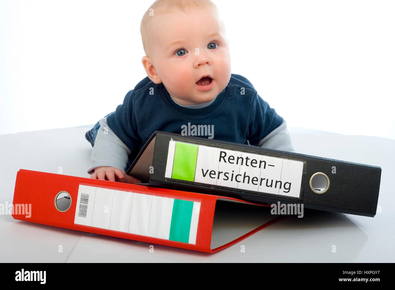 6-year-old boy lies on files (mr), sechsjähriger Junge liegt auf Aktenordnern (mr) - Stock Image