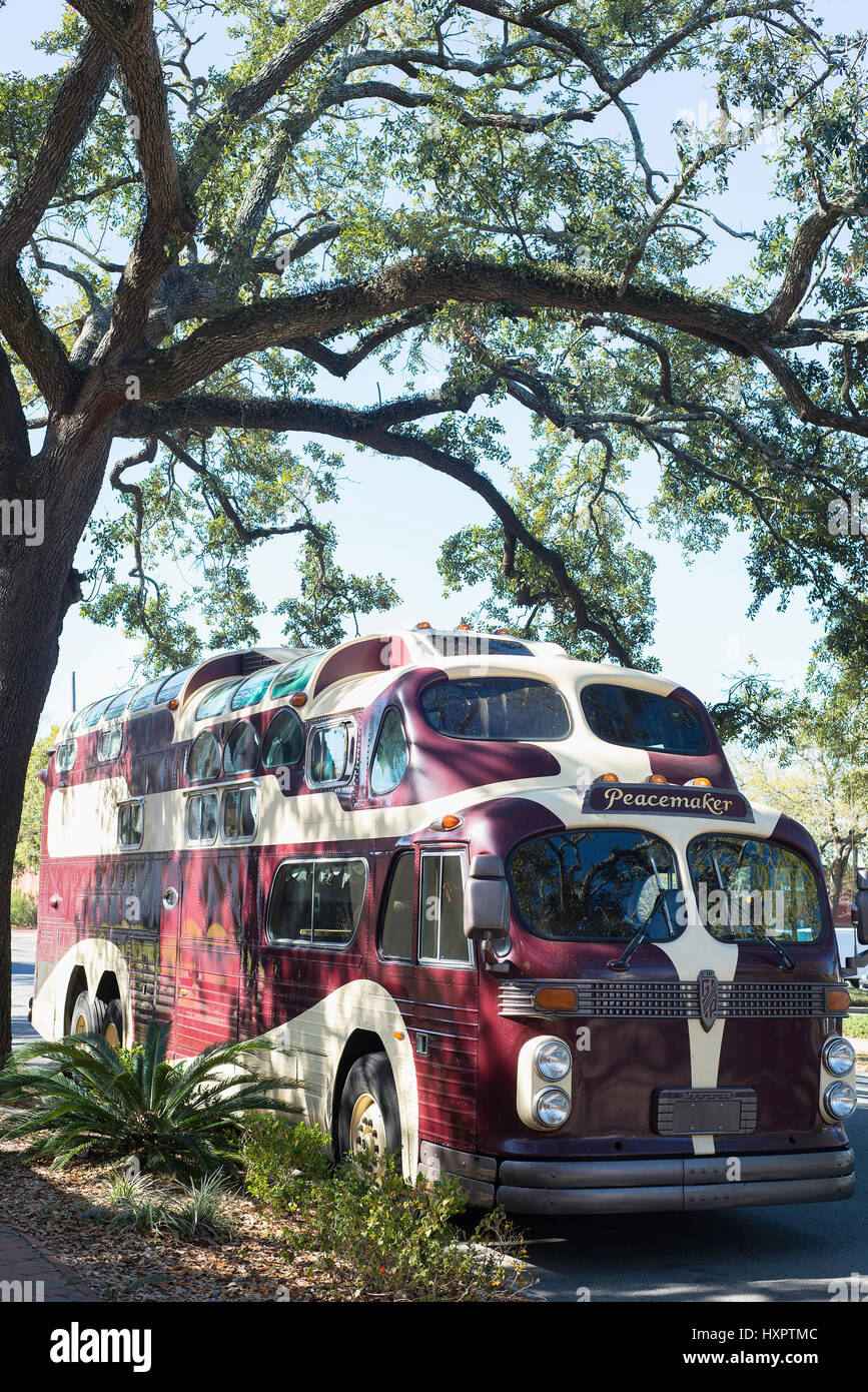 A Peacemaker bus, operated by the Twelve Tribes Christian Fundamentalist group in Savannah, Georgia. - Stock Image