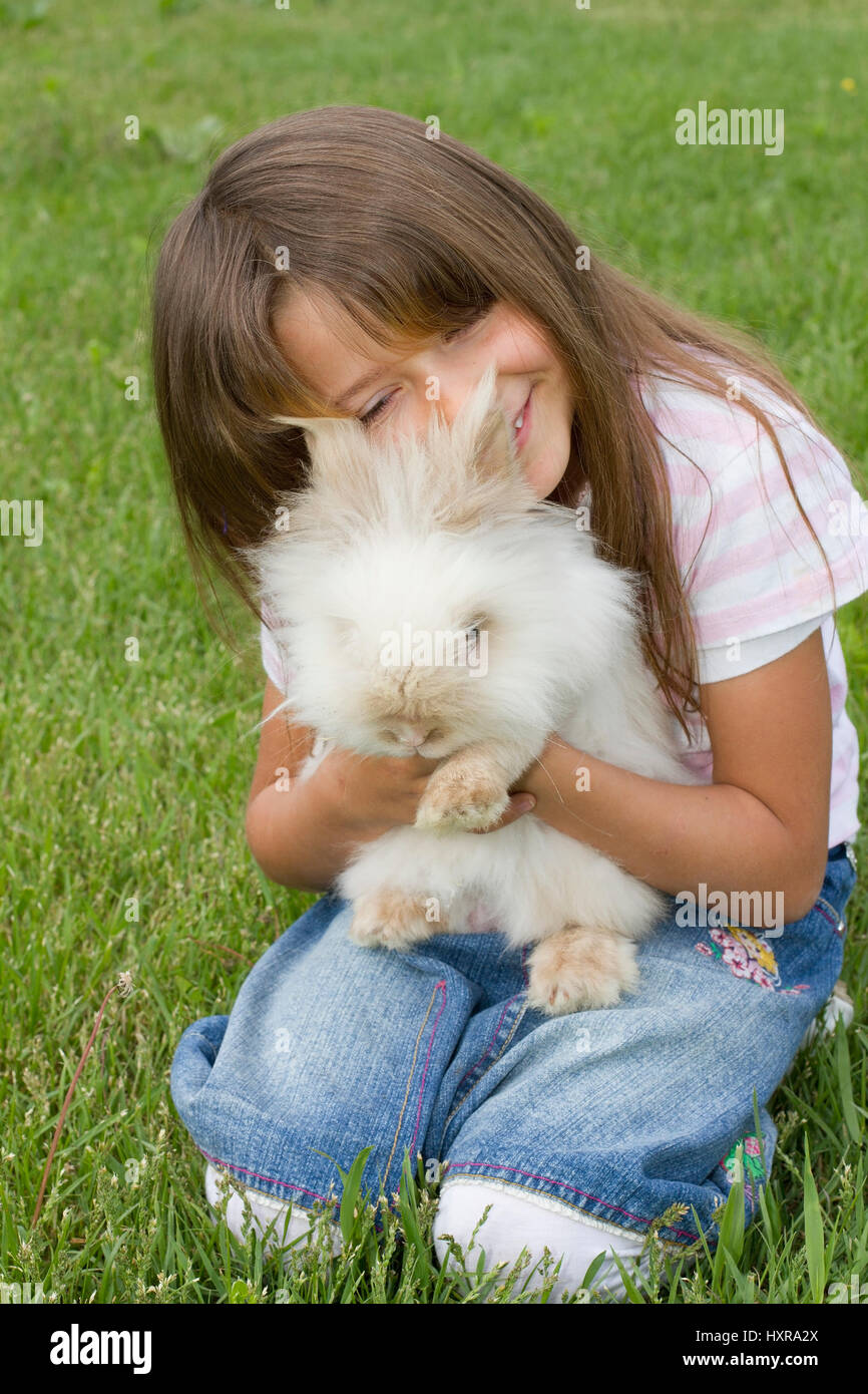 seven-year-old girl with Teddy's pygmy rabbit, siebenjähriges Mädchen mit Teddyzwergkaninchen Stock Photo