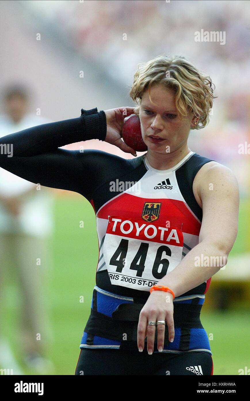 NADINE KLEINERT SHOT PUT STDE DE FRANCE ST DENIS PARIS FRANCE 27 August 2003 - Stock Image