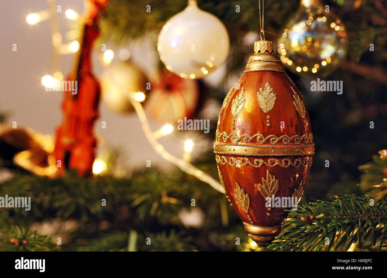christmas balls in a christmas tree weihnachtskugeln an. Black Bedroom Furniture Sets. Home Design Ideas
