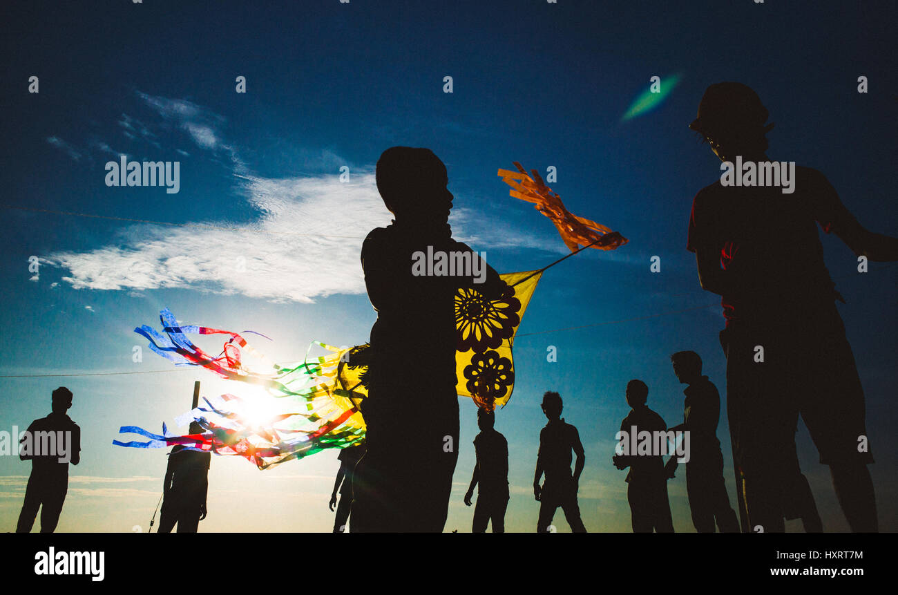 Kite flying on Galle Face Green, Colombo, Sri Lanka.  A daily sunset tradition for families to fly kites as the - Stock Image