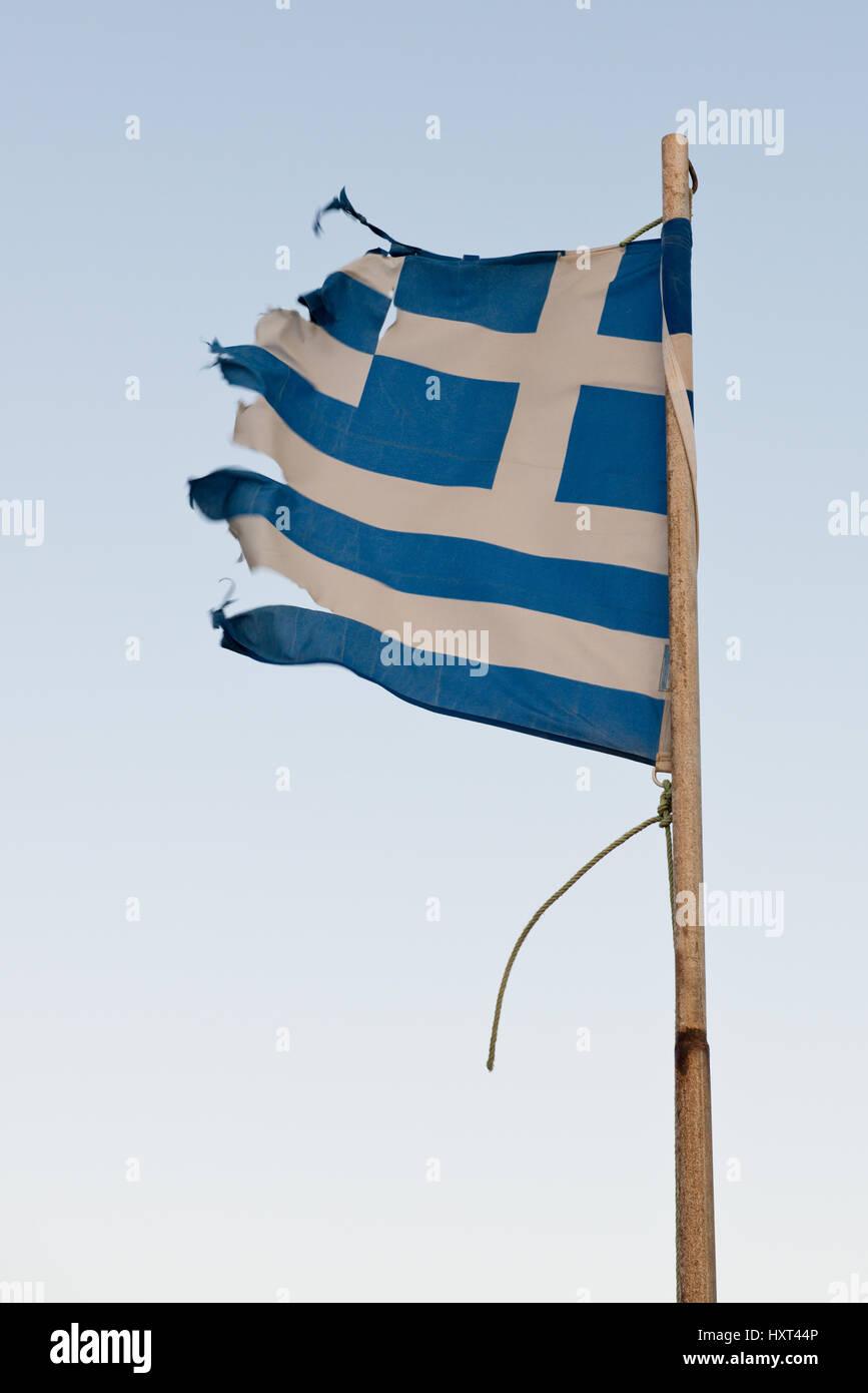 zerfetzte griechische Fahne flattert im Wind, Insel Kastellorizo, Dodekanes, Griechenland - Stock Image