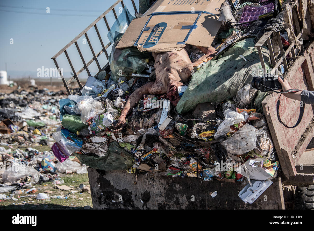 landfill near Hammam al-Alil, Iraq  25th March, 2017  *WARNING Stock