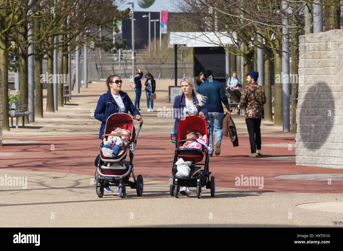 People enjoy sunny day at the Queen Elizabeth Olympic Park, London England United Kingdom UK - Stock Image