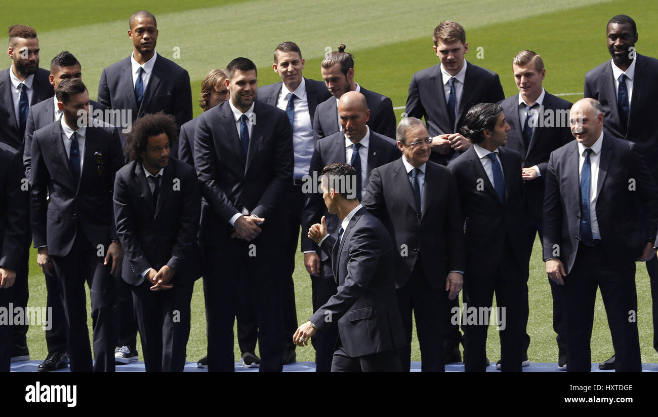 Real Madrid's soccer player Cristiano Ronaldo (C) arrives to pose for a family picture with other members of - Stock Image