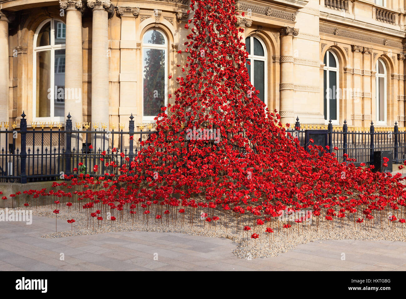 Hull, East Yorkshire, UK. 30th March 2017. Poppies: Weeping Window by Paul Cummins artist and Tom Piper designer. - Stock Image