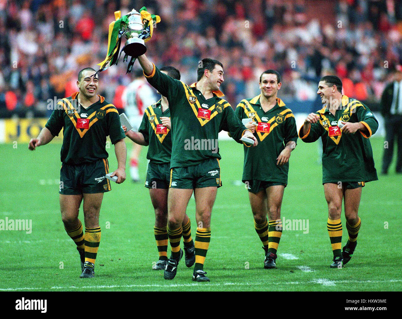 AUSTRALIA CELEBRATE WINNING THE RUGBY LEAGUE WORLD CUP 29 October 1995 Stock Photo
