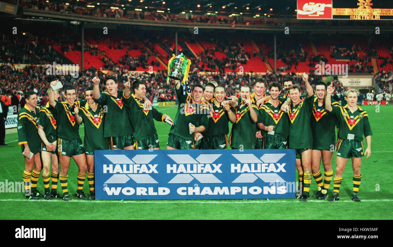 AUSTRALIA CELEBRATE WINNING THE RUGBY LEAGUE WORLD CUP 29 October 1995 - Stock Image