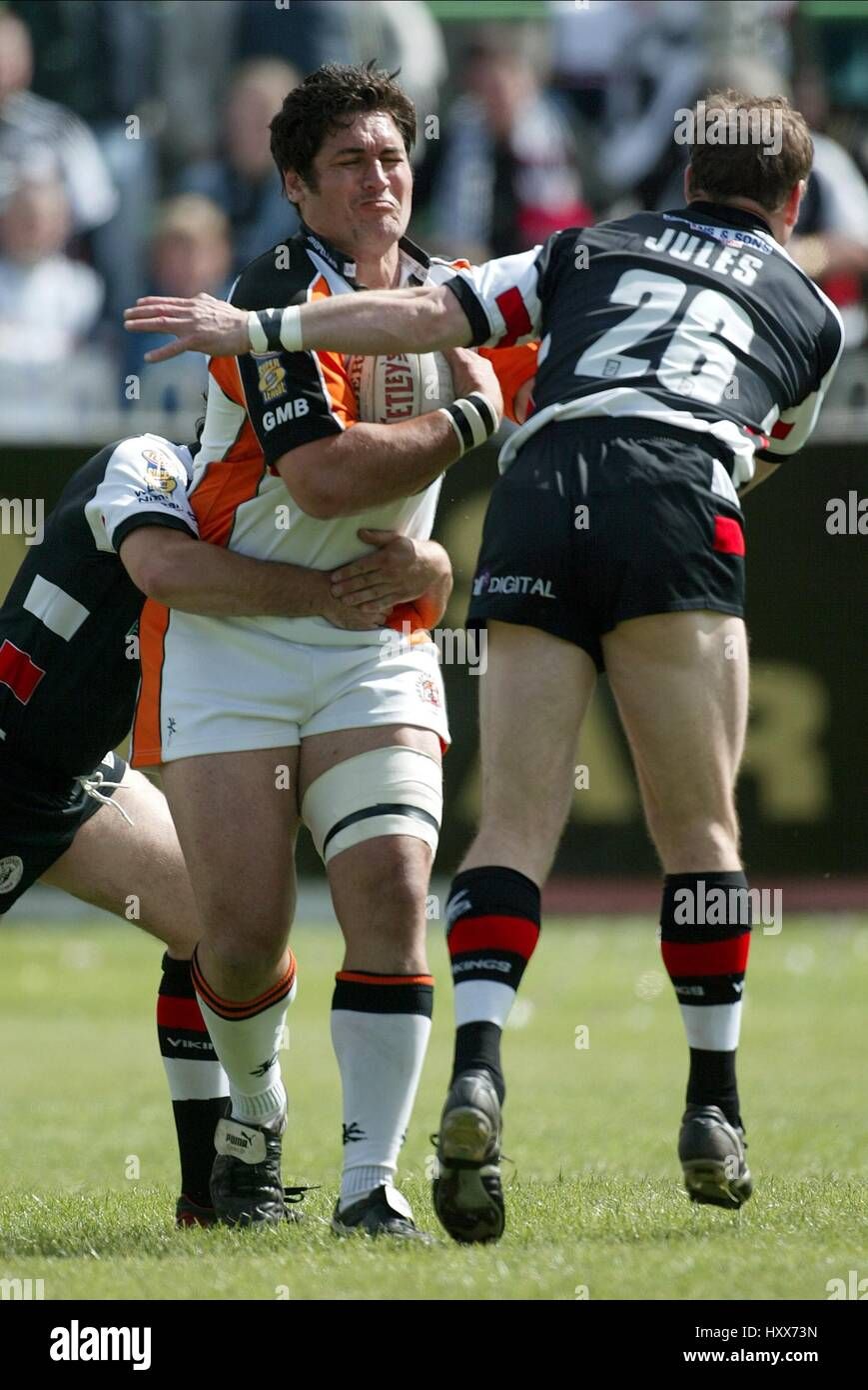 MICHAEL SMITH & JULES O NEIL CASTLEFORD V WIDNES CASTLEFORD RUGBY GROUND CASTLFORD ENGLAND 18 May 2003 - Stock Image