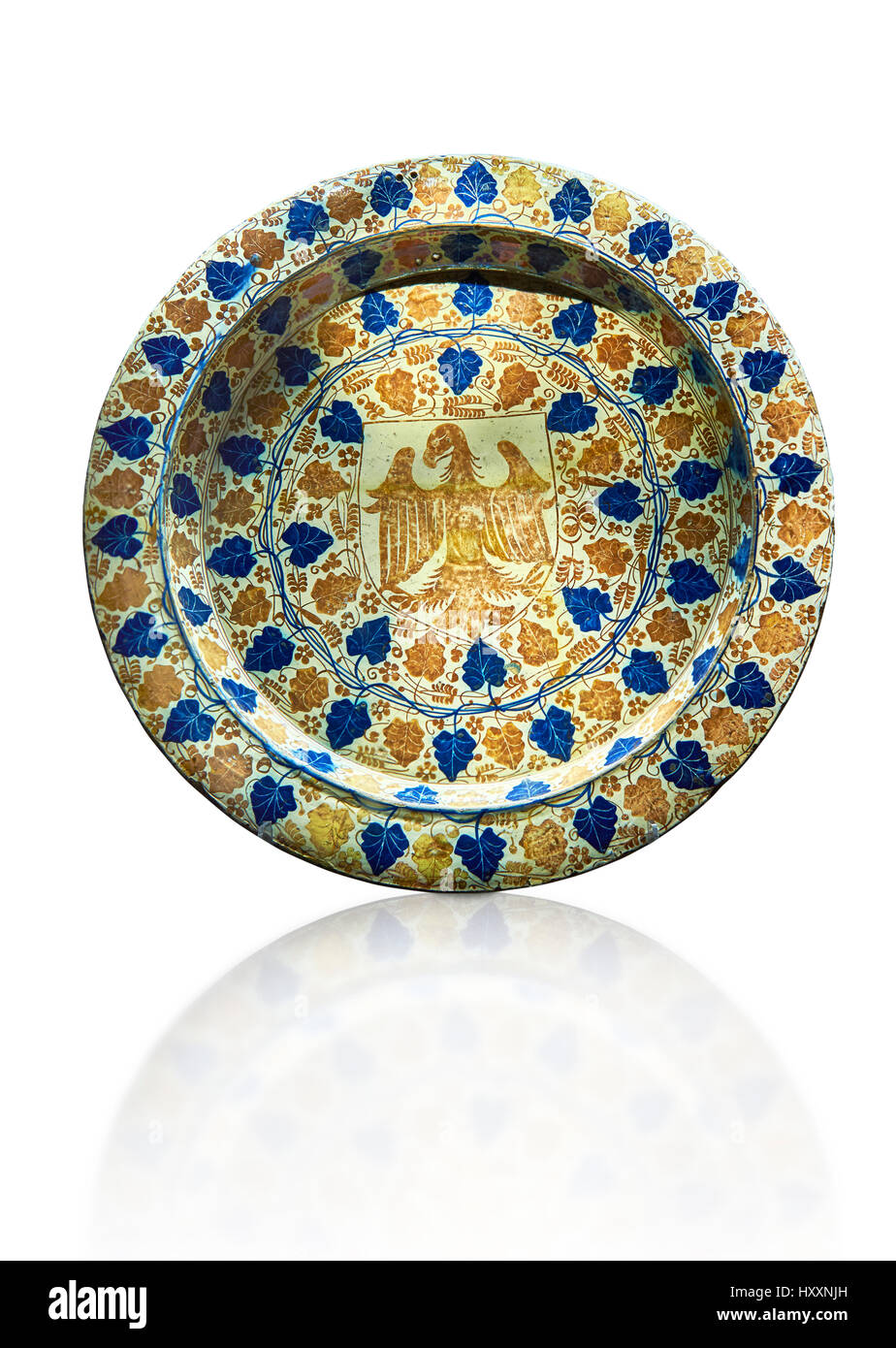 Hispano-Moresque ware dish with an eagle motif. Faience Islamic lustre ware, Manises, Al Andalus, late 14th century. - Stock Image