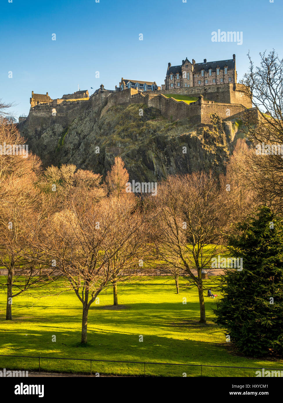 Princes Street Gardens and Edinburgh Castle, Edinburgh, Scotland, UK. - Stock Image
