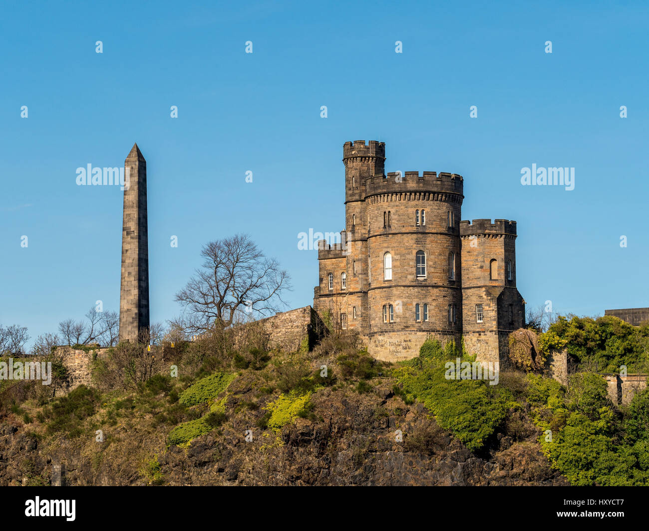 Political Martyrs Monument and The Governors House, Calton Hill, Edinburgh, Scotland. Stock Photo